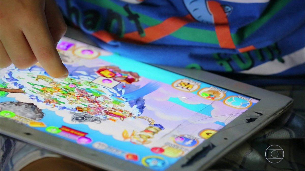 Especialistas alertam para o risco de transformar tablet em babá: http...