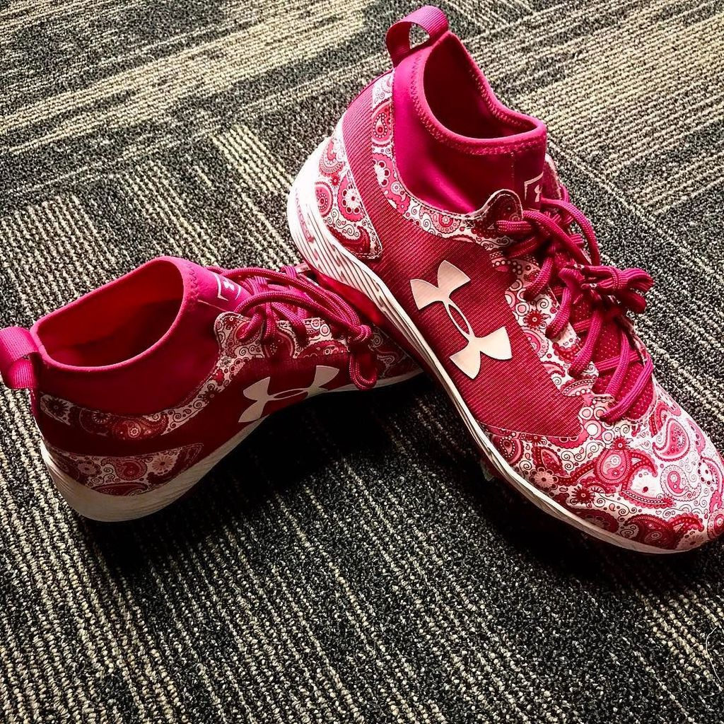 Rockin' these @uabaseball cleats tomorrow for #mothersday #breastcancerawareness #IWILL https://t.co/xI5Asrq4XW https://t.co/pSt8esgChC