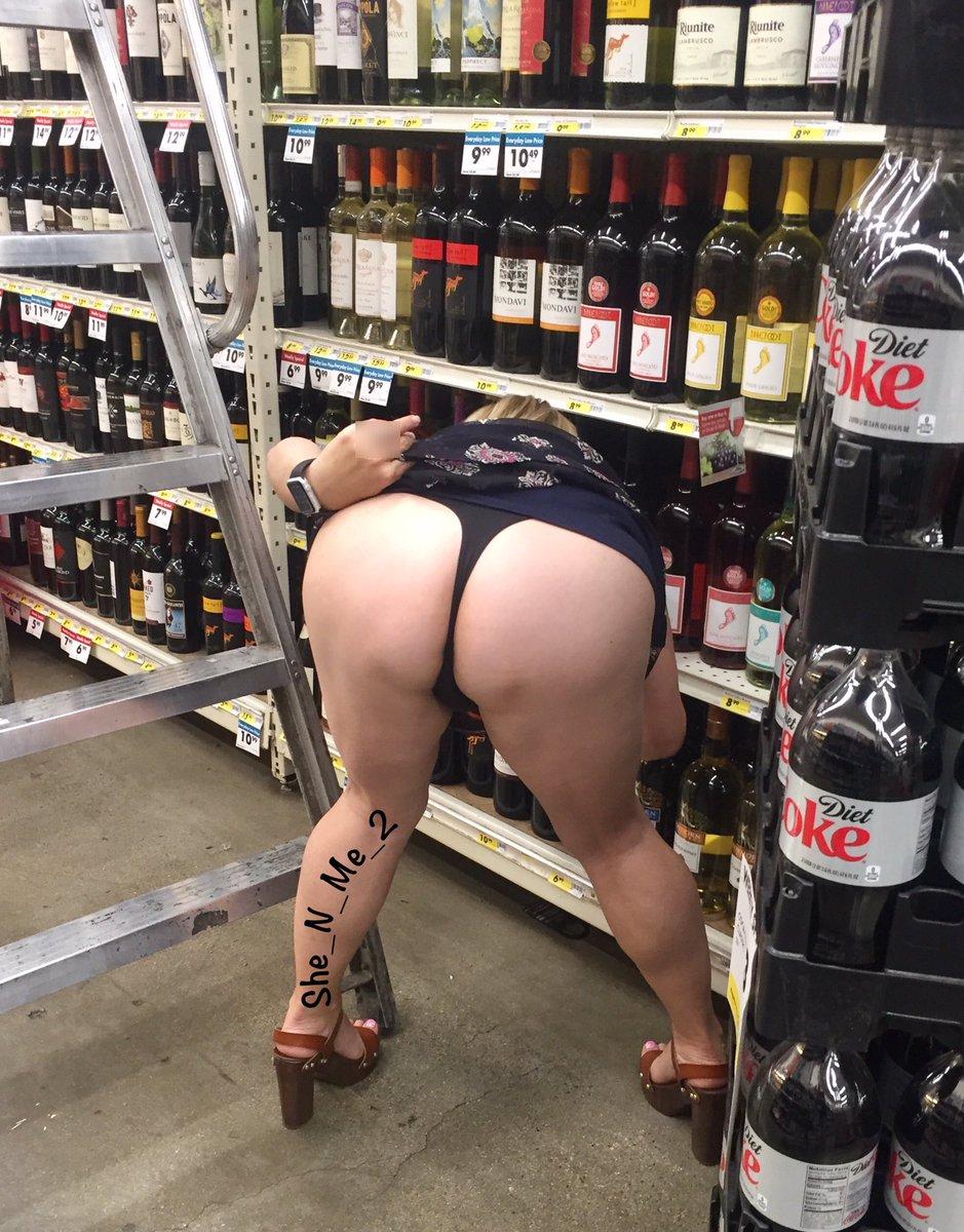 Twitter flashing ass wife