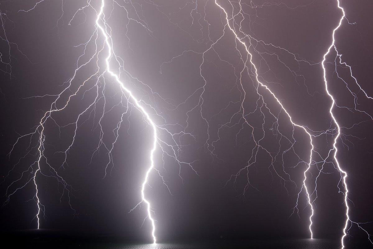 #lightning show yesterday evening, over lake #geneva. Festival de #Foudre hier soir sur le lac #Léman #alps #France #Stormhour @meteofrance<br>http://pic.twitter.com/LC9h359ALQ