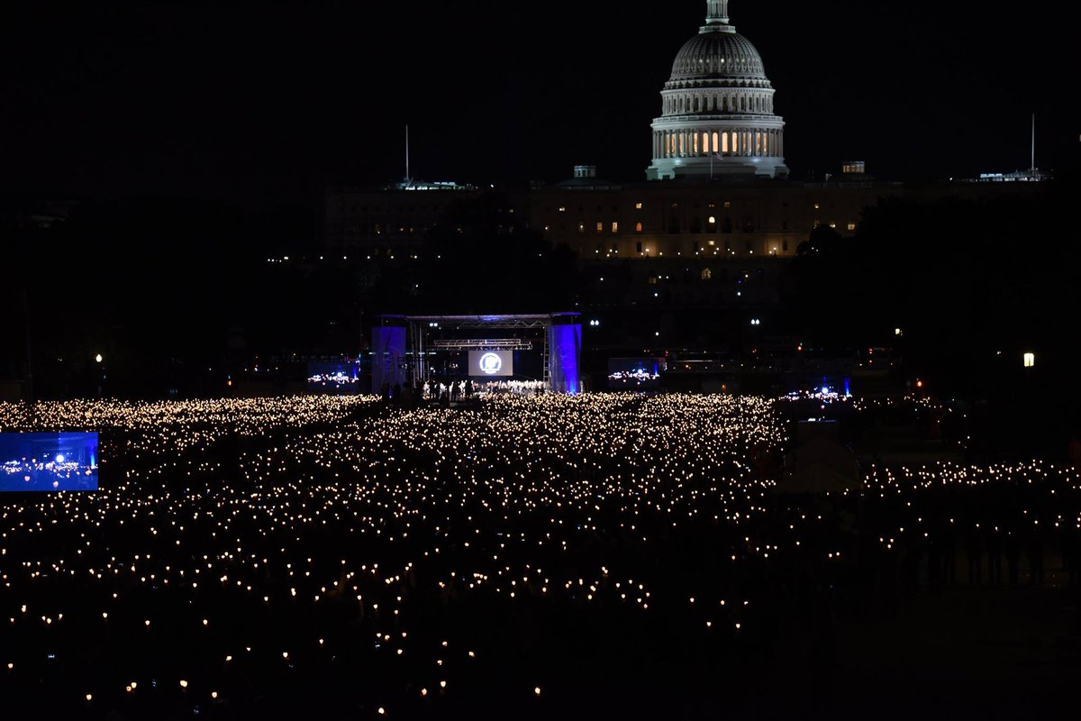 The view of last night's Candlelight Vigil from above. Credit: @USParkPolice #PoliceWeek https://t.co/WUys48Aw9V