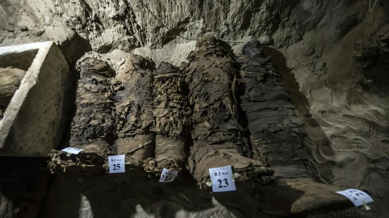 Archaeologists in Egypt have discovered 17 mummies in desert catacombs in Minya province, the antiquities ministry announced Saturday, says AFP.