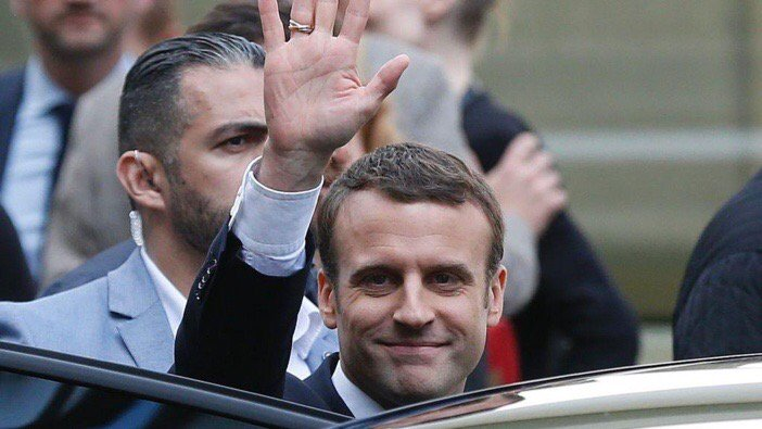 OldWorld #France elects healthy intelligent young man #Macron NewWorld #USA elects an ignorant old fart dumb Donald