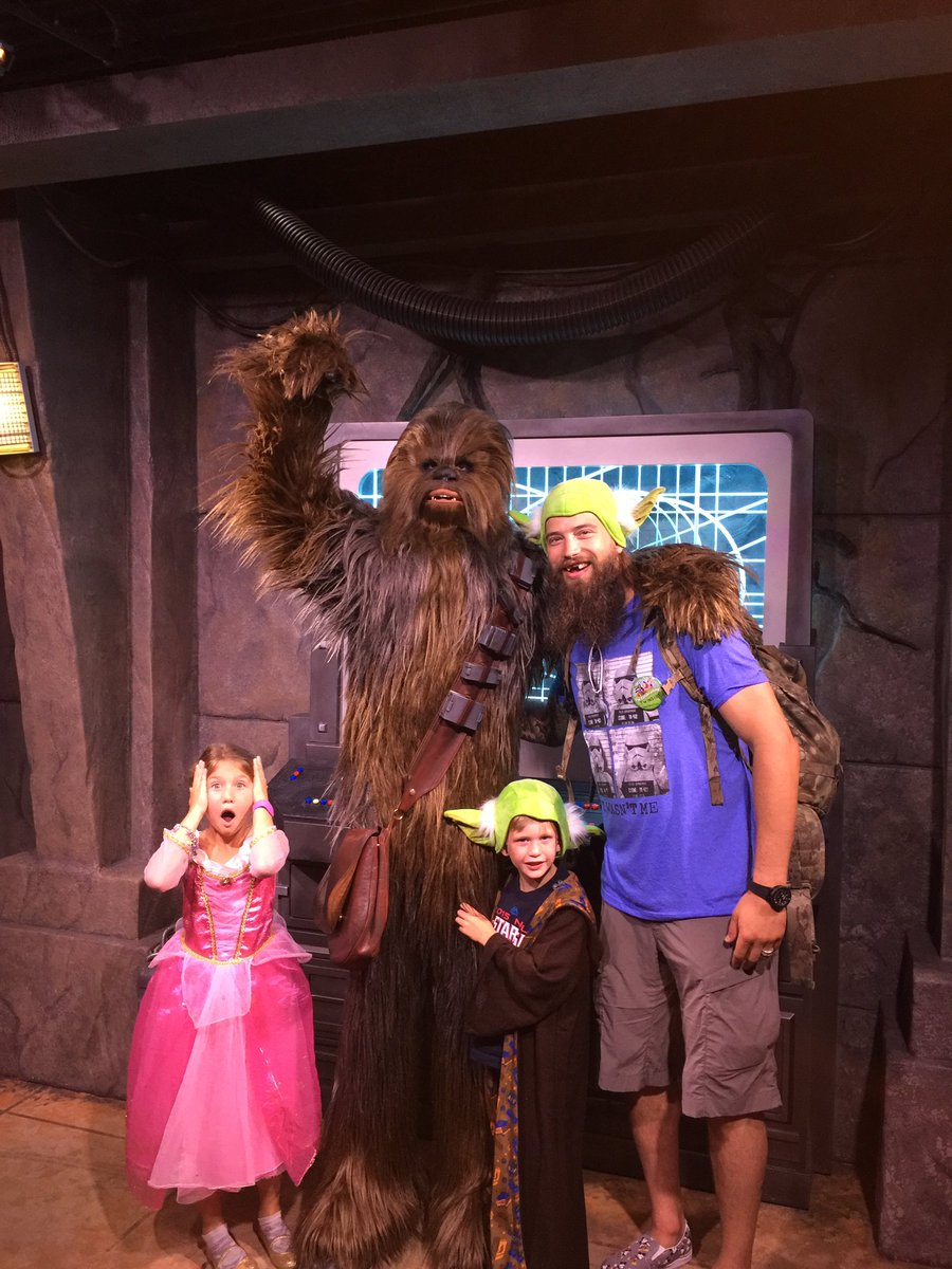 Family reunion!! @WaltDisneyWorld https://t.co/F3Ds4C7bYZ