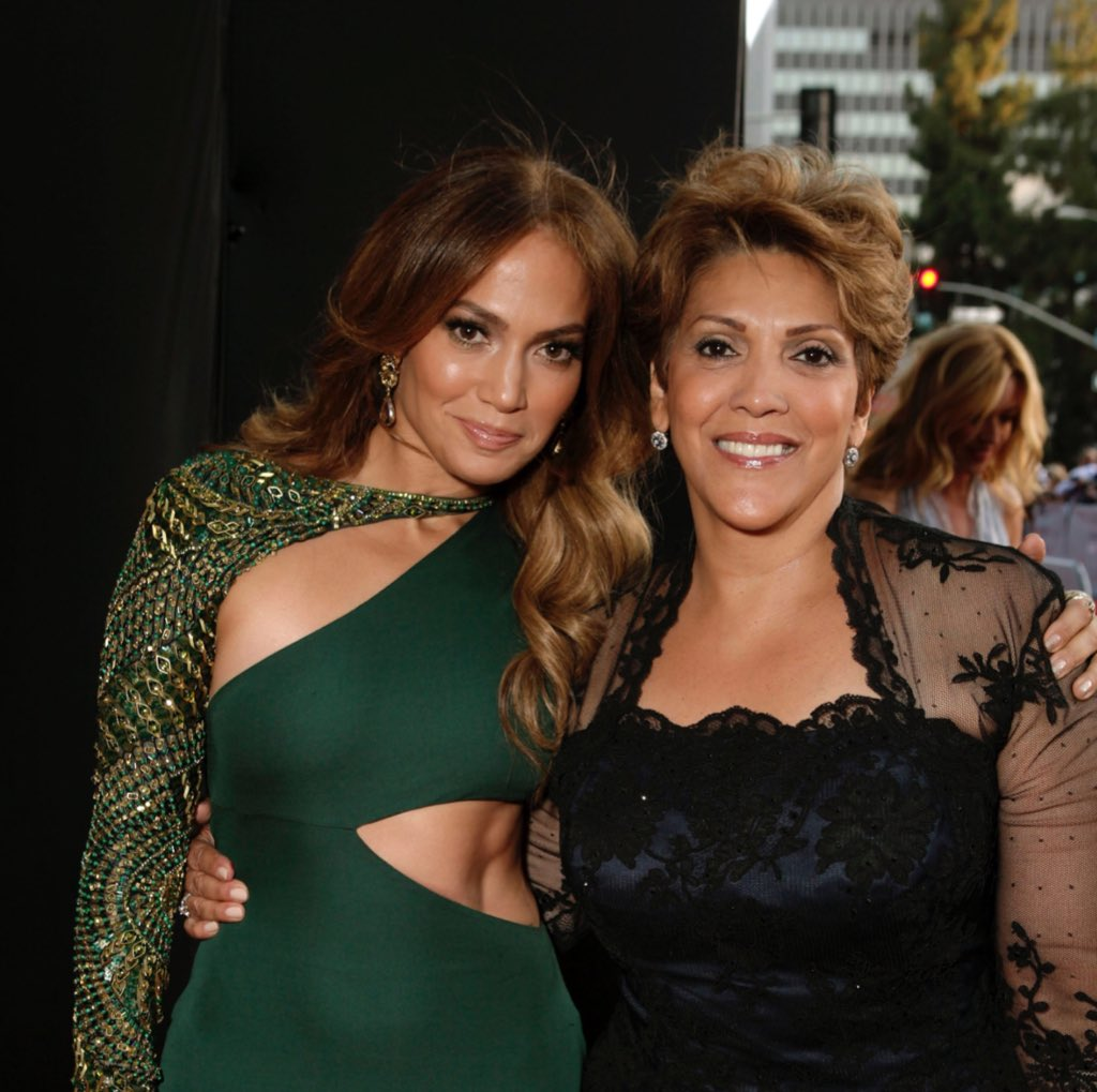 @GettyImages OMG @JLo could not be anything else but beautiful her #mother is stunning #MothersDay #mothersanddaughters