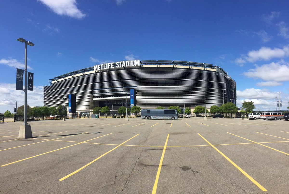 An empty 'Tallica parking lot just waiting to be filled with fans at #MetLifeStadium #WorldWired #MetAtMetLife