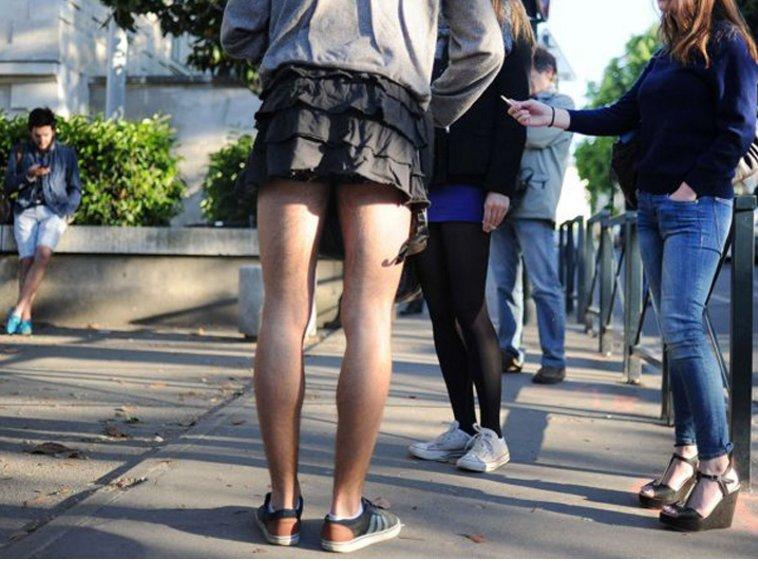 Тайская задрать на улице юбку