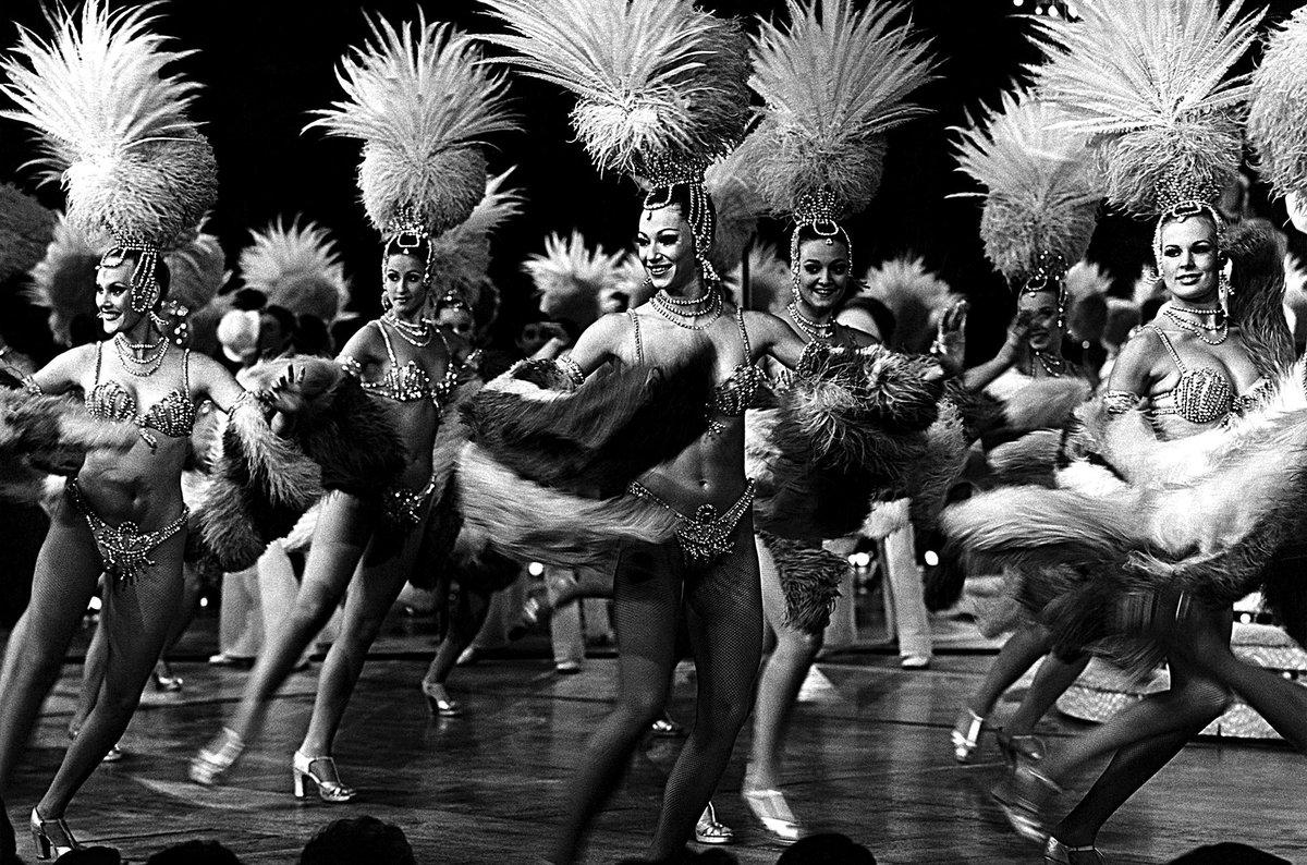 In Praise of the Las Vegas Showgirl –