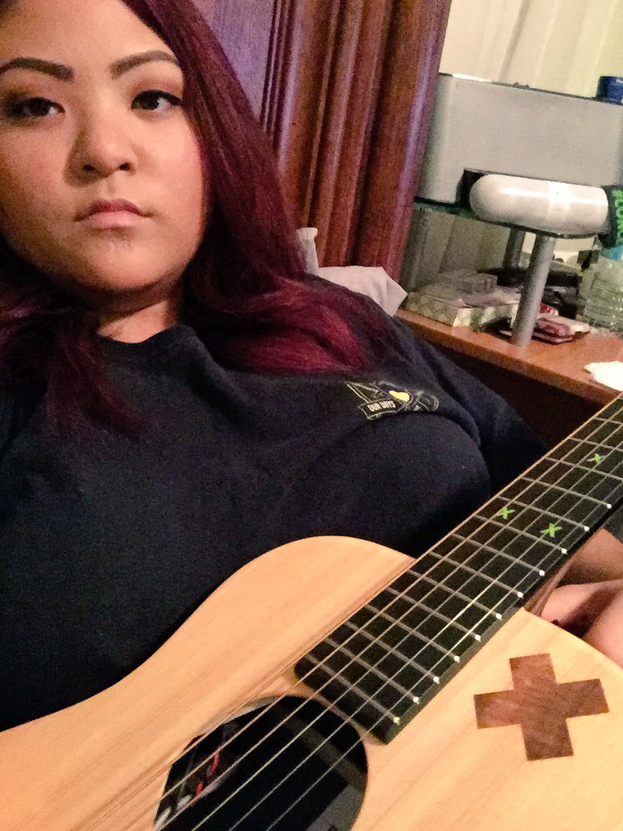 In bed with Ed Sheeran. Well close enough. Follow my IG for a mini cover  --> monivalentine https://t.co/EeUL68SozM
