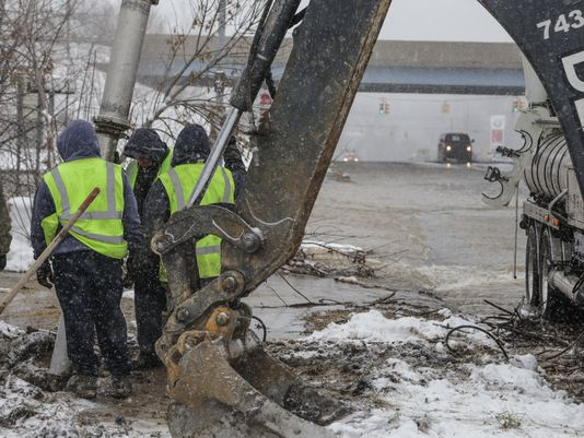 Flint residents are temporarily asked to boil their filtered water after water main break