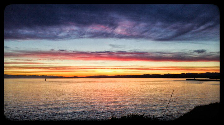 @victoriabuzzes @JeremyLoveday It is gorgeous out there this evening!!   #yyj #photography #OgdenPoint https://t.co/45FqdKQLdb