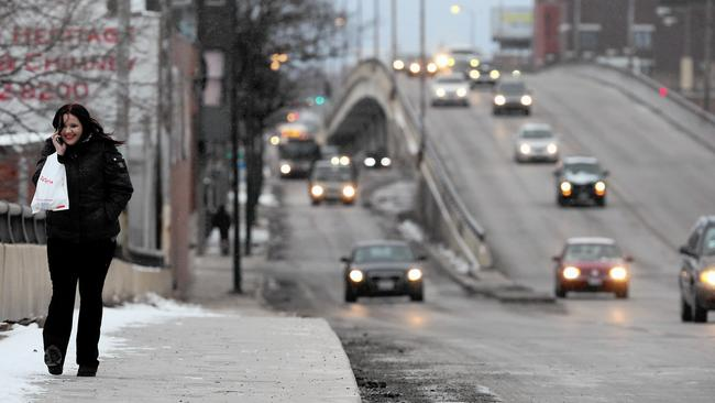 City prepares to tear down crumbling Western Avenue overpass