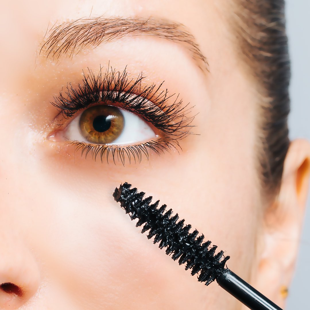 a67597c9379 #TipTuesday: For plush lashes, use Revlon Super Length Mascara & its  special tapered tip brush.pic.twitter.com/c5g0Edk65w