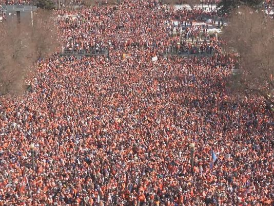 Fans flood Denver streets to celebrate Broncos SB50 victory