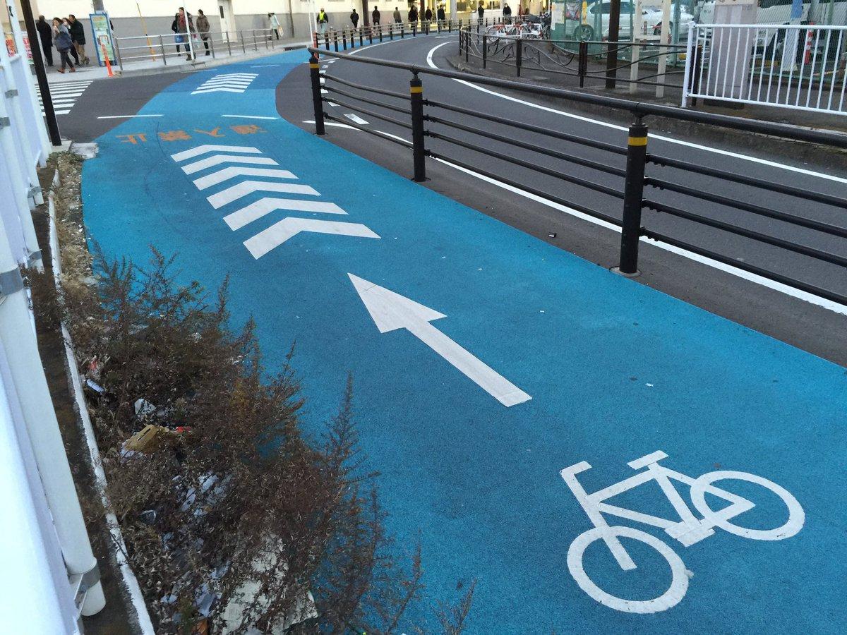 (´・_・`)川崎の駅前ってこんな自転車専用レーンができたのね https://t.co/os0MjVu1j9