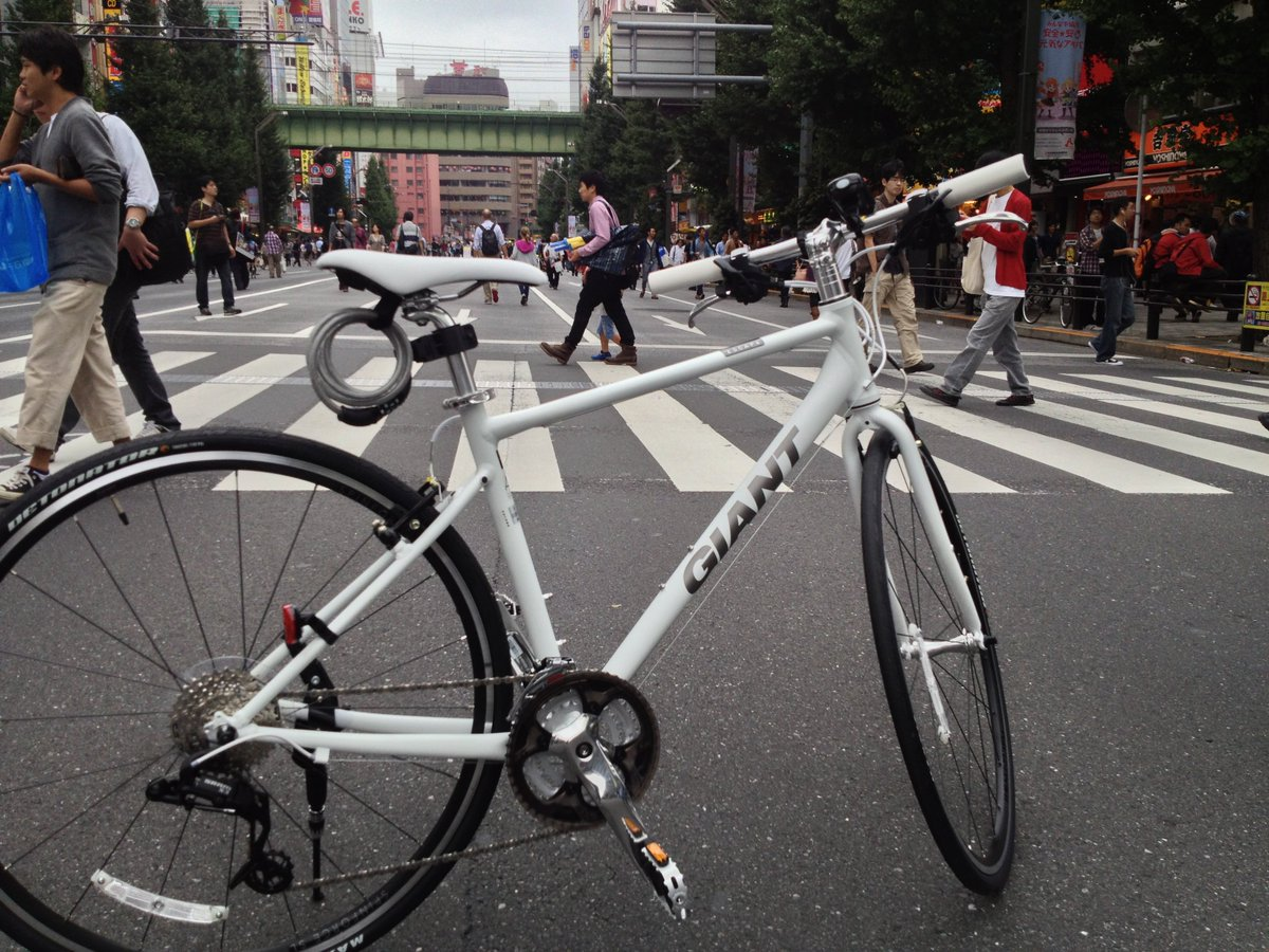 GIANTのESCAPE Air を盗まれてしまいました。2013年の10月に買って依頼、通勤の相棒でした。毎日往復15キロほど。たくさんの思い出の詰まった自転車。悔しさでいっぱいです。 https://t.co/CCJXOdci9D