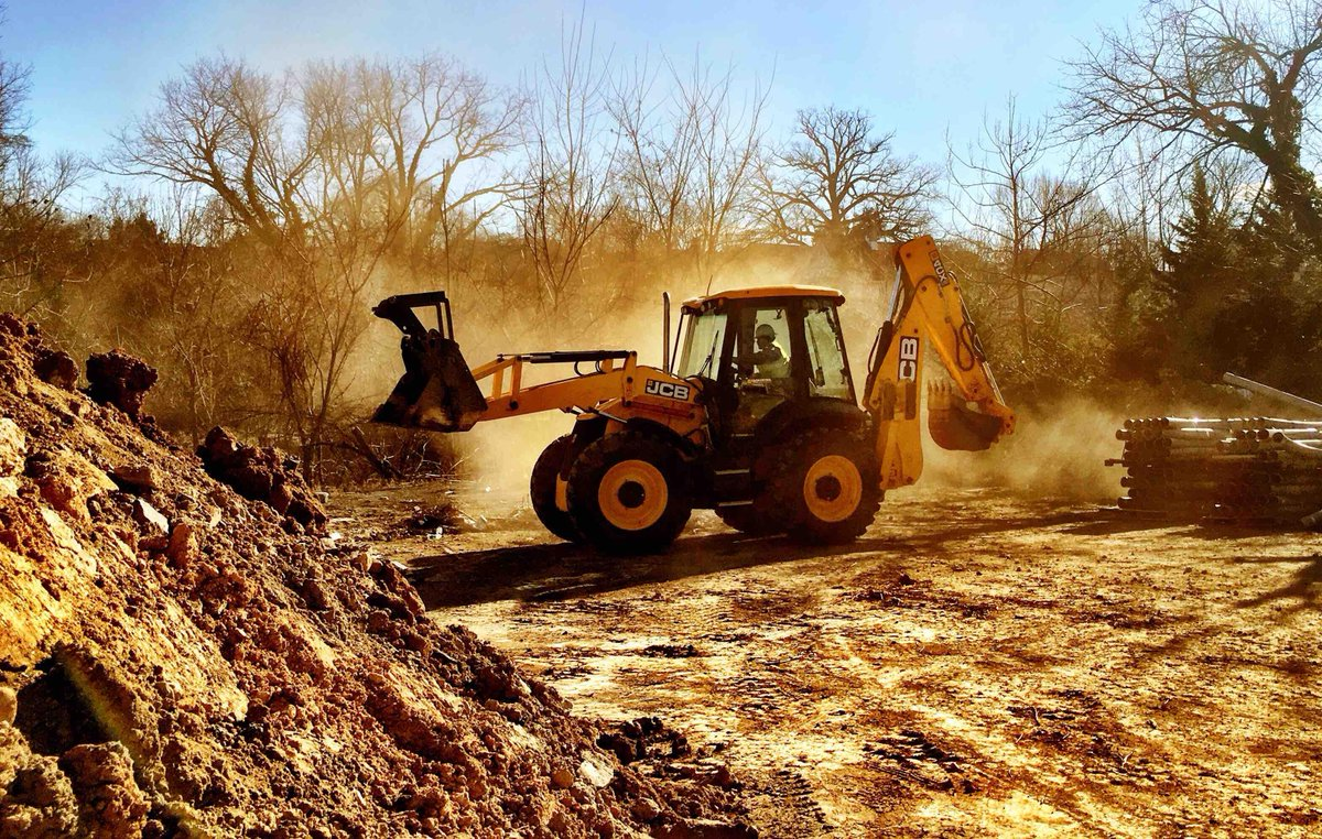 JCB 4CX in action! Thanks to the fan that sent this in, and keep them coming! #JCB https://t.co/vdkzTyub4c