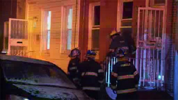 2 injured in kitchen fire in Point Breeze-