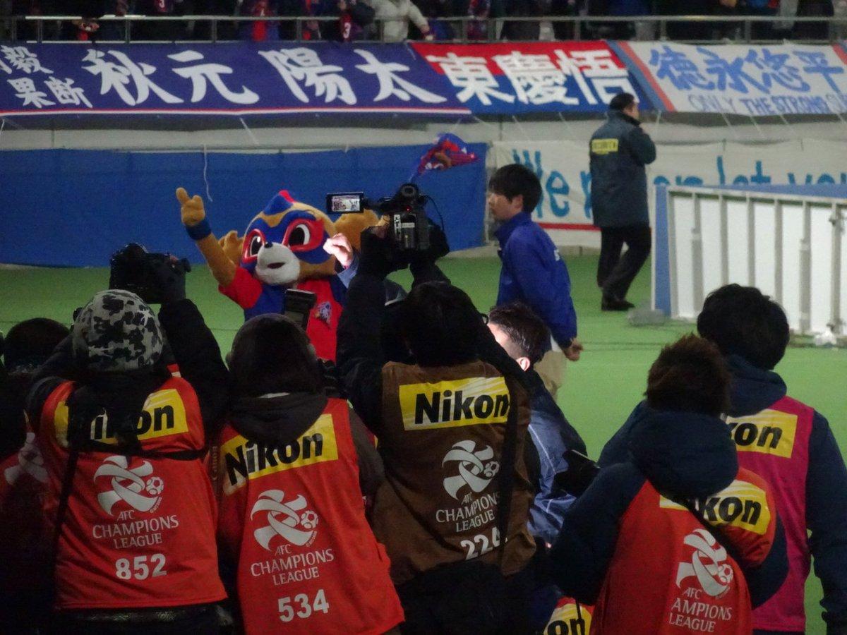 水沼シャーの後ろで旗ふりふり #東京ドロンパJマスコット総選挙 https://t.co/N52vY4wbjk