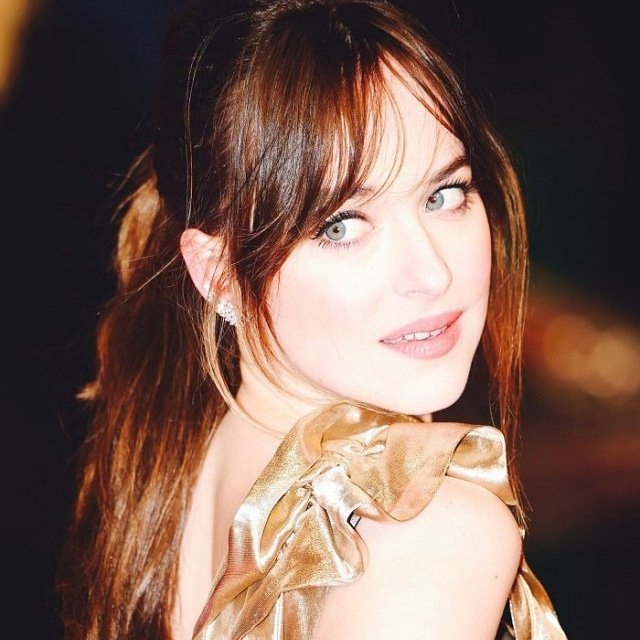Dakota Johnson looks INSANELY gorgeous in Marc Jacobs: https://t.co/ofbJu0QFBN https://t.co/TC8dl8EeeN