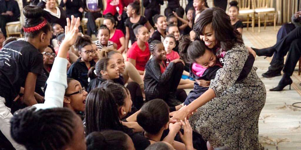 Watch these little girls adorably flip out over hugging @FLOTUS: https://t.co/woZl9jSgDm #danceatthewhitehouse https://t.co/F1oZYfWwOO