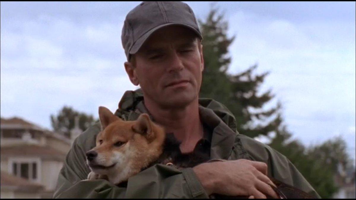 【STARGATE SG-1】S1-016 地球に来た罠 「地球には決まりがあってね、子どもはみんな犬を飼わなきゃいけないんだ。これが犬だよ。君の犬だ。」ジャック・オニール大佐 #sgrewatch  #stargate_JP https://t.co/6HJTnOj2G7