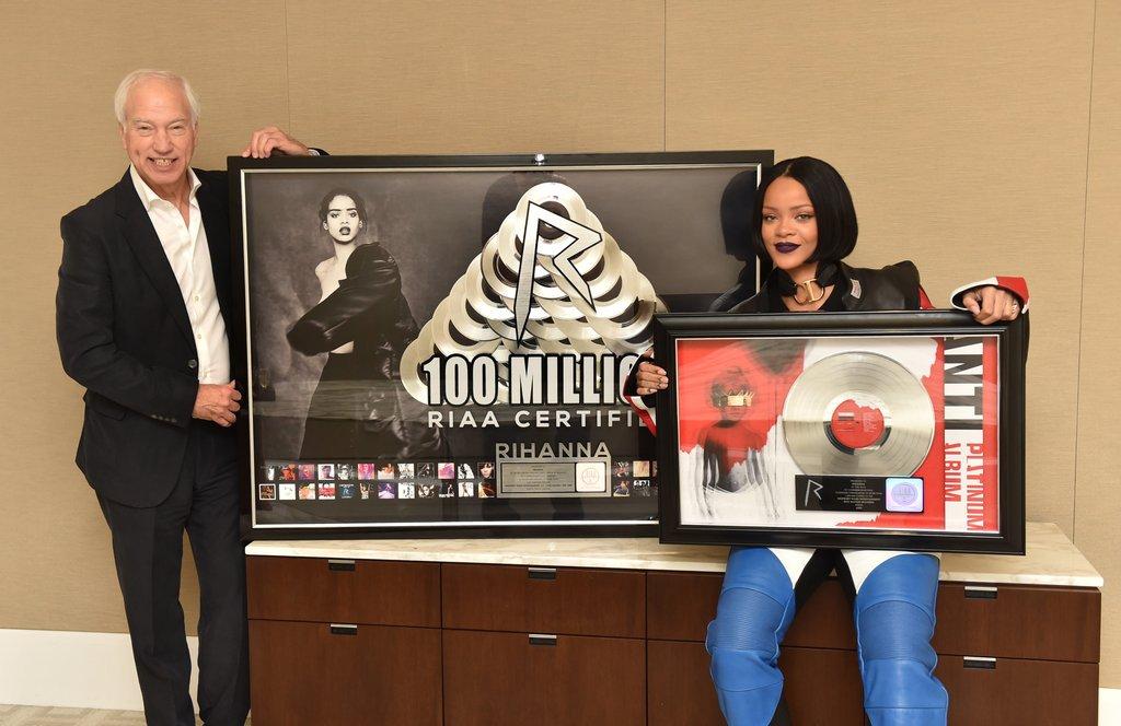 Noticias sobre Rihanna [10] - Página 46 Ca4MQ3PXEAAsD5B