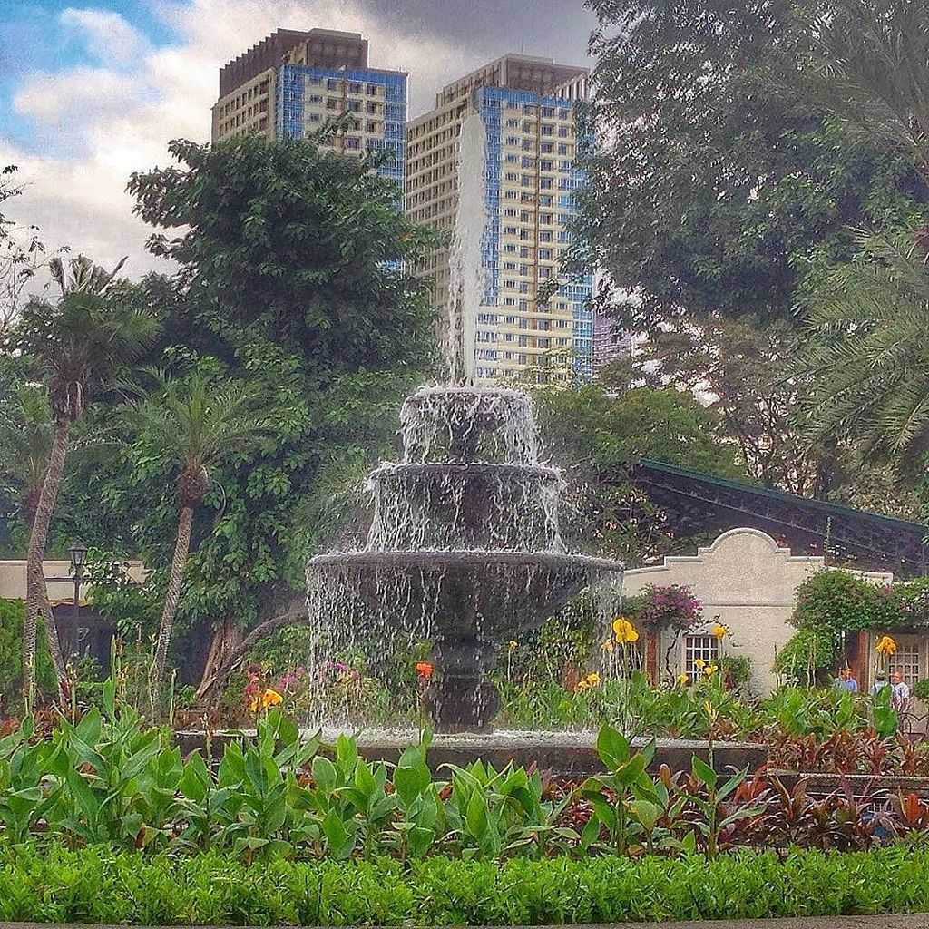 A fountain in the park at Fort Santiago in Manila. https://t.co/GJ9T4AnmRz https://t.co/te95lrXJqa