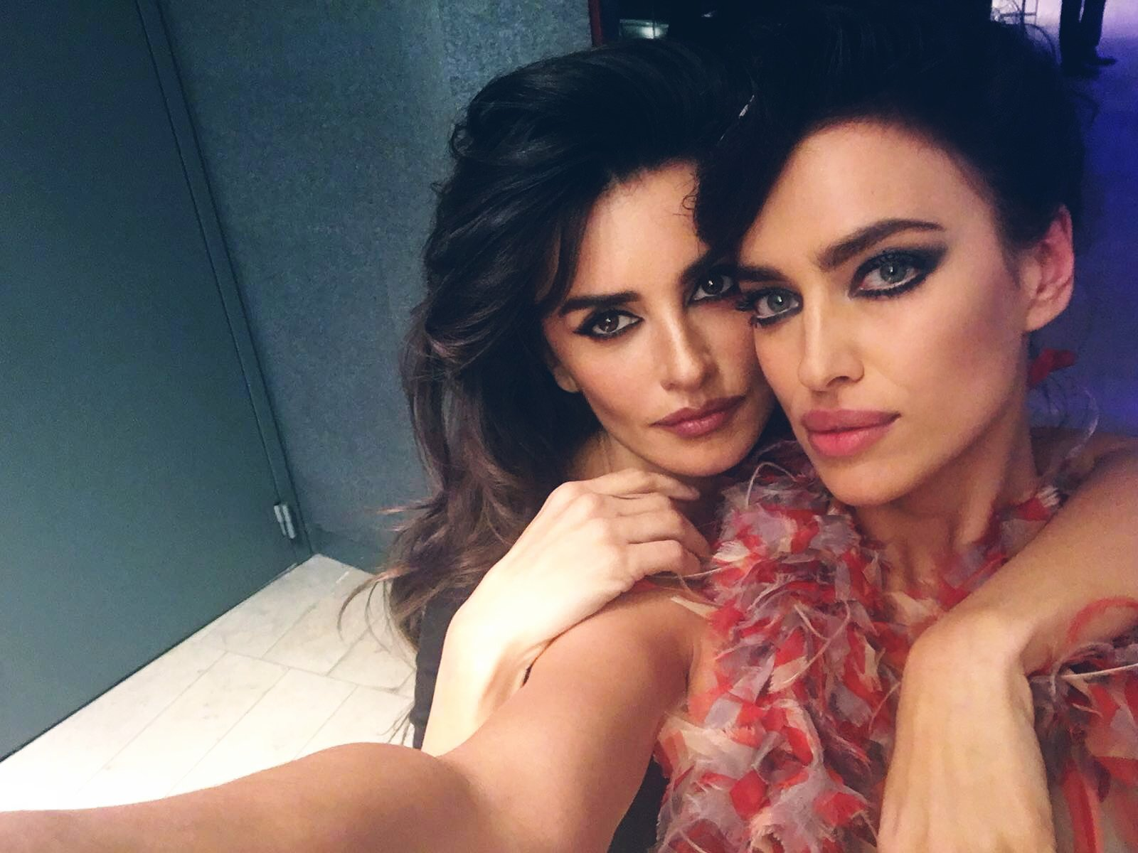 RT @voguemagazine: From backstage to Blue Steel—@theirishayk's personal photos from the #Zoolander2 premiere: https://t.co/yulmEIUuJ4 https…