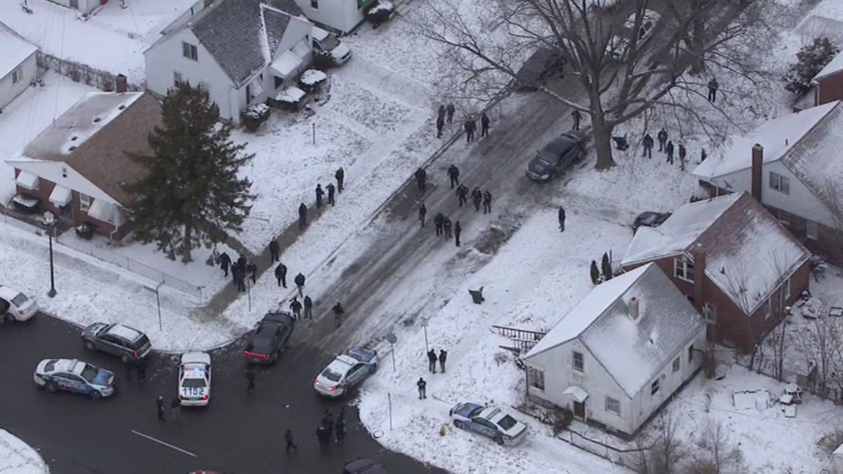 Police respond to large fight on Detroit's east side-