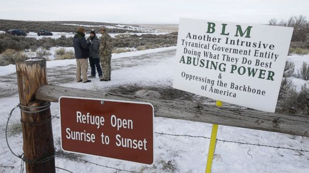 FBI surrounds final 4 occupiers at Oregon wildlife refuge