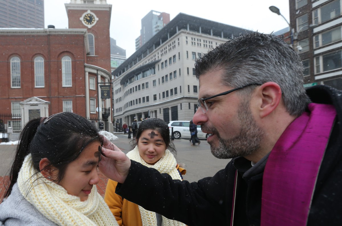 Catholic Archdiocese marks the first day of Lent by distributing ashes on Boston Common