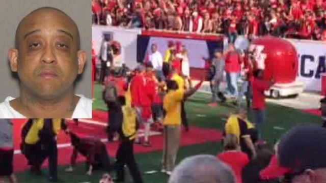 Former security guard indicted for hitting student at UH game