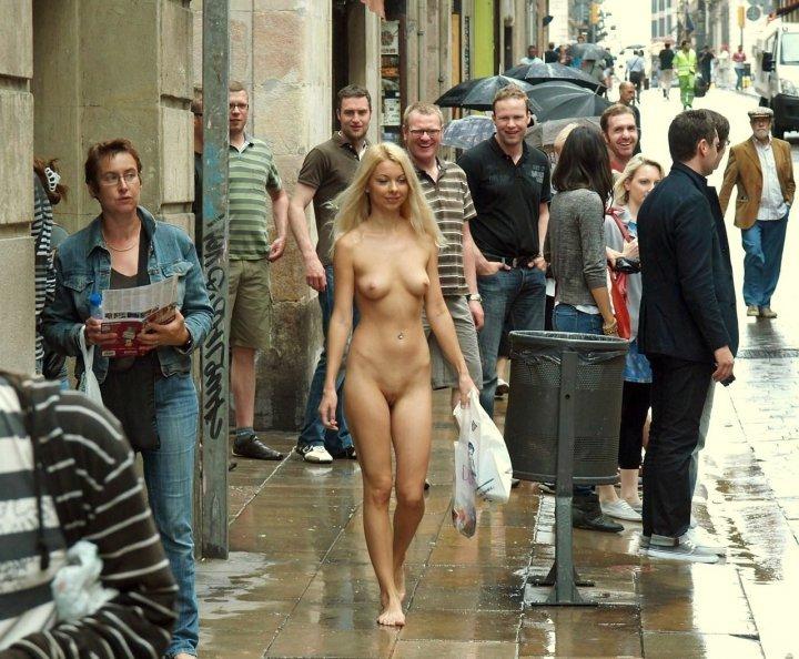 Порно Красивые Женщины На Улицах Берлина