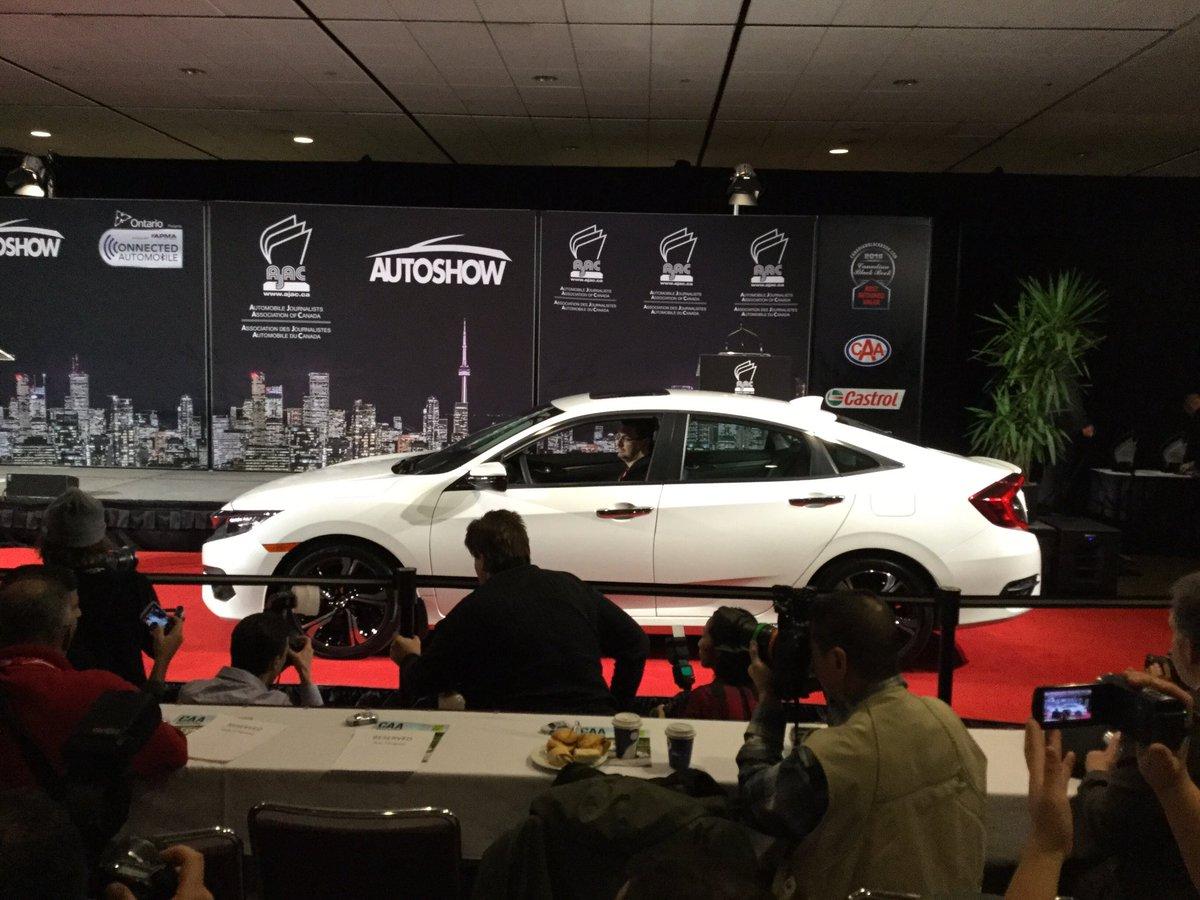 Breaking: Honda Civic wins 2016 Canadian Car of the Year #CIAS2016 https://t.co/EYLkdbGVXn