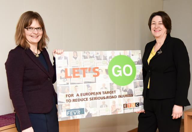 PHOTO: @Bulc_EU received #LetsGo campaign from Ellen Townsend, @ETSC_EU Policy Director More https://t.co/SnQMwZde2v https://t.co/CizbkcLUPm