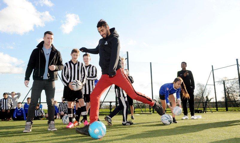 RT @Leicester_Merc: #LCFC star Riyad Mahrez gives schoolchildren a footballing masterclass https://t.co/L3lFfrjesO https://t.co/nHDkocboUJ