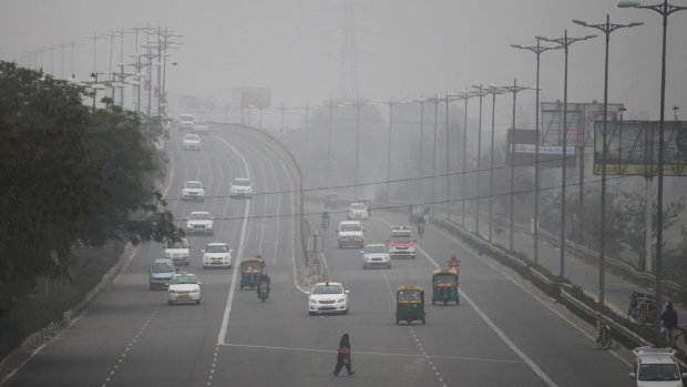 New Delhi to restrict cars allowed on streets for another 2 weeks in order to curb pollution