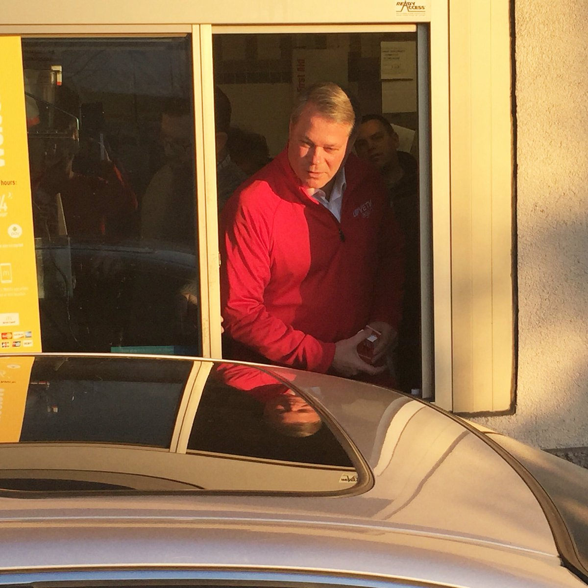 This morning, our CEO Ted Torbeck dropped by the Kenwood McDonald's to #ShareTheLove & buy everyone breakfast https://t.co/antmdsK8pR