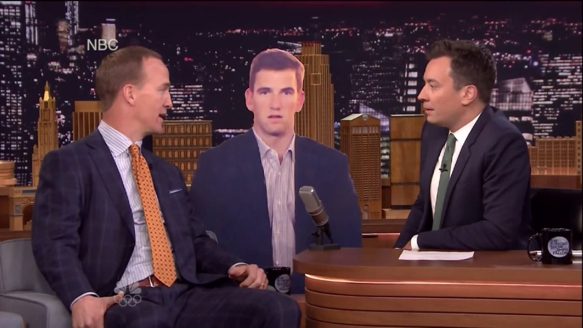 Peyton Manning has fun with Eli's 'Super Bowl face' on 'Tonight Show'