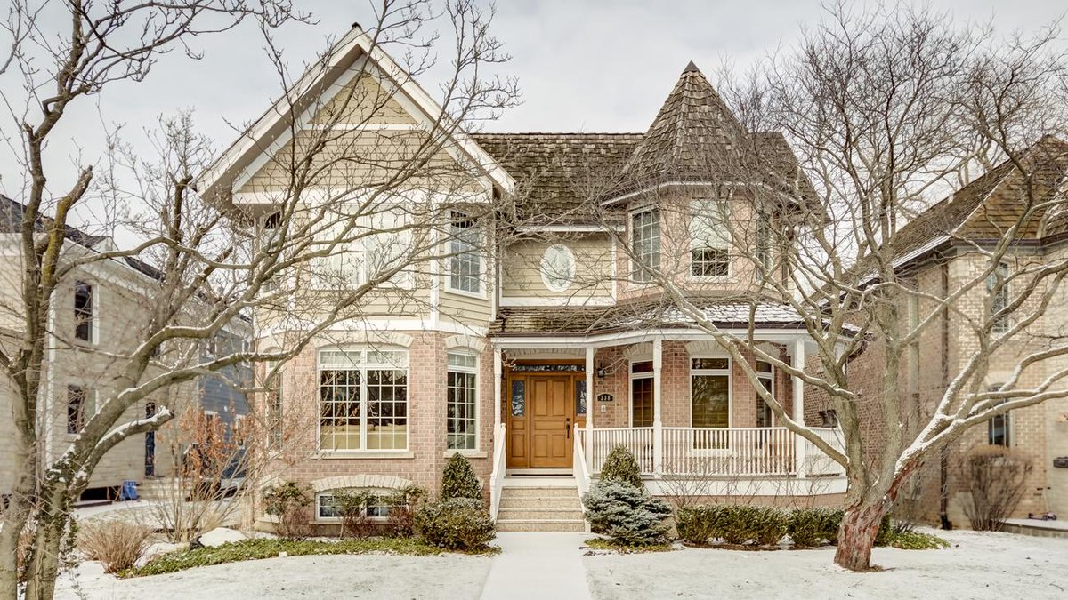 Home of the day: East Wilmette colonial near Lake Michigan listed at $1,499,900