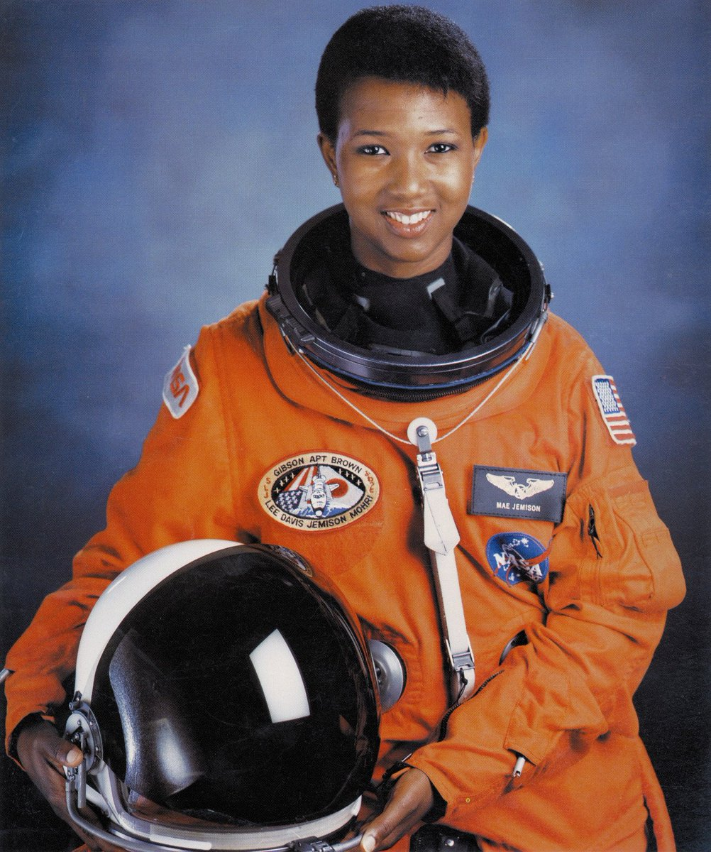 Q: Who was the 1st African American woman in space & a Peace Corps medical officer? A: Mae Jemison #WomenInSTEM https://t.co/kuhBg4COJK