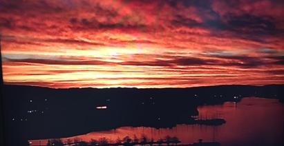 Beautiful sunrise over the Oakland Estuary this morning. Happy Thursday!
