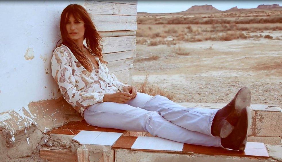 RT @VogueParis: WATCH: Shot in the American desert, @Carodemaigret stars in new @EquipmentFR campaign. https://t.co/NF7525xUhS https://t.co…