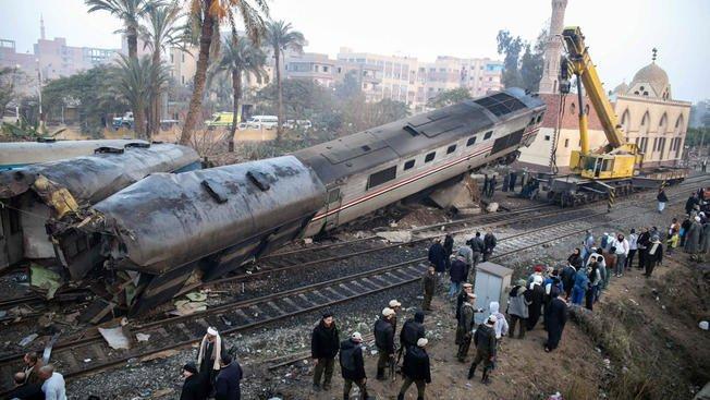 At least 69 hurt in Egypt train derailment