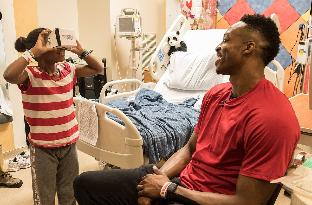 Kids @ our children's hospital get #GoogleCardboard tour & @DwightHoward surprise! #MH360 https://t.co/9DbinCuvYP https://t.co/XJWq3ydb0T