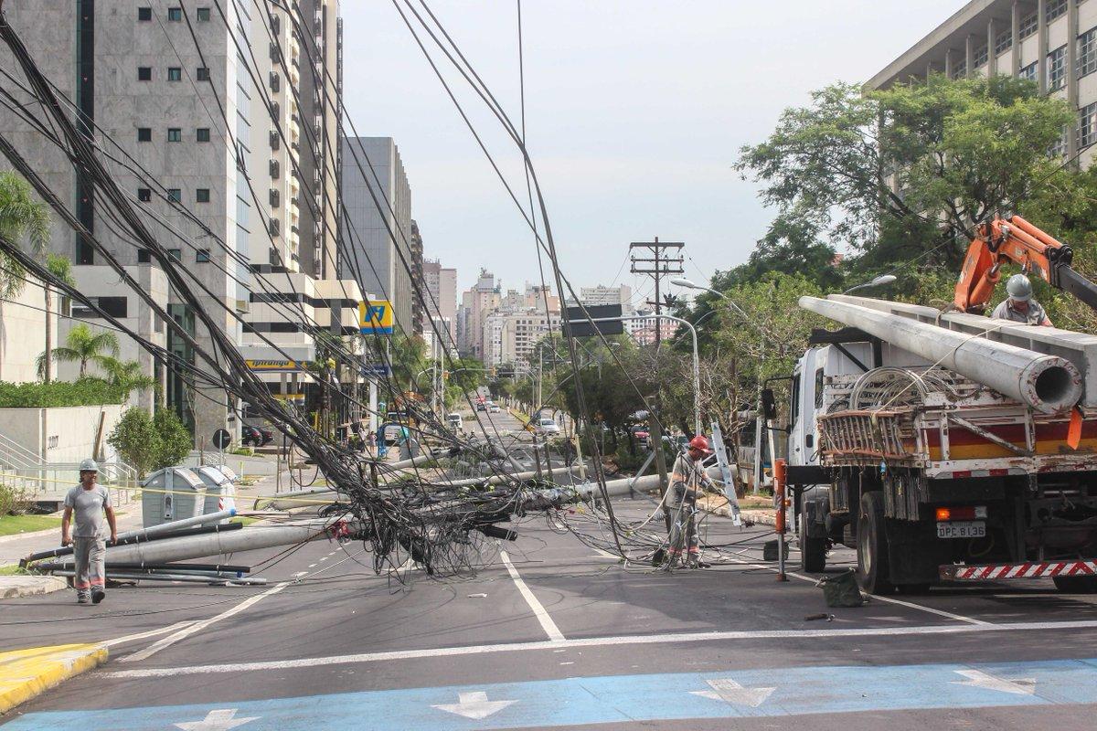 Segundo meteorologia, temporal em Porto Alegre teve porte de furacão categoria 1 https://t.co/hbgSt7e8nr