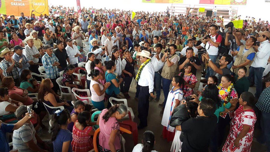 Trabajaremos con y por los que menos tienen para #UnirOaxaca para #CambiarOaxaca. https://t.co/lEw9OBKDIf