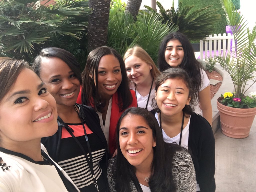 Selfie love with an Olympic star!! @allysonfelix @colemanblunt #itsourturn2016 https://t.co/SNmmK73woY