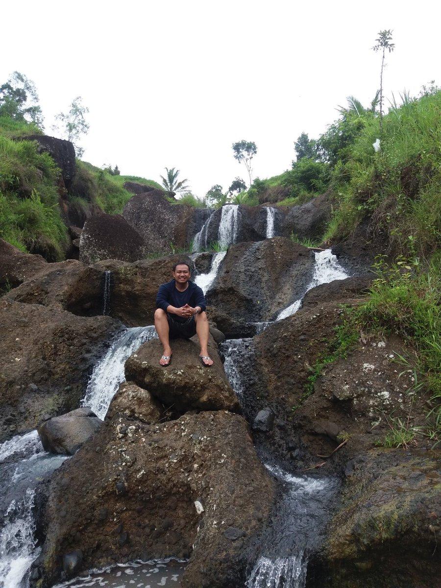 Menikmati dua hari liburan di @GunungApiPurba #AirTerjunKedungKandang #TravelBlog #RuteBaru https://t.co/fEOzYtHQt8